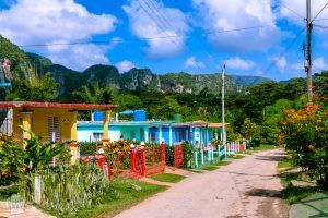Colorful houses in Vinales, Cuba | Introduction to traveling in Cuba | FinnsAway Nomad travels