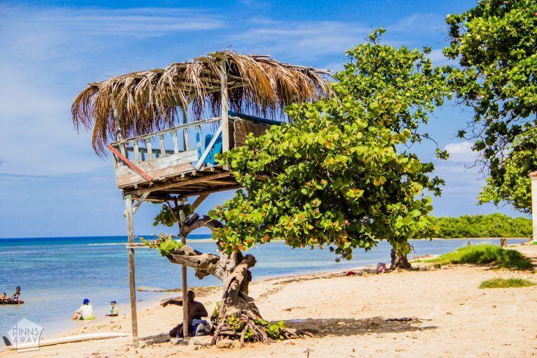 Beach in Playa, Havana | Pictures from Havana | FinnsAway Travel Blog