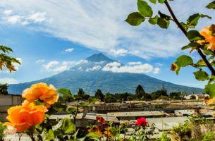 Vulcano views in Antigua Guatemala | FinnsAway Travel Blog