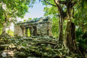 Mexico, Yucatan Peninsula, Riviera Maya: Small Mayan ruins in Playa del Carmen | FinnsAway Travel Blog