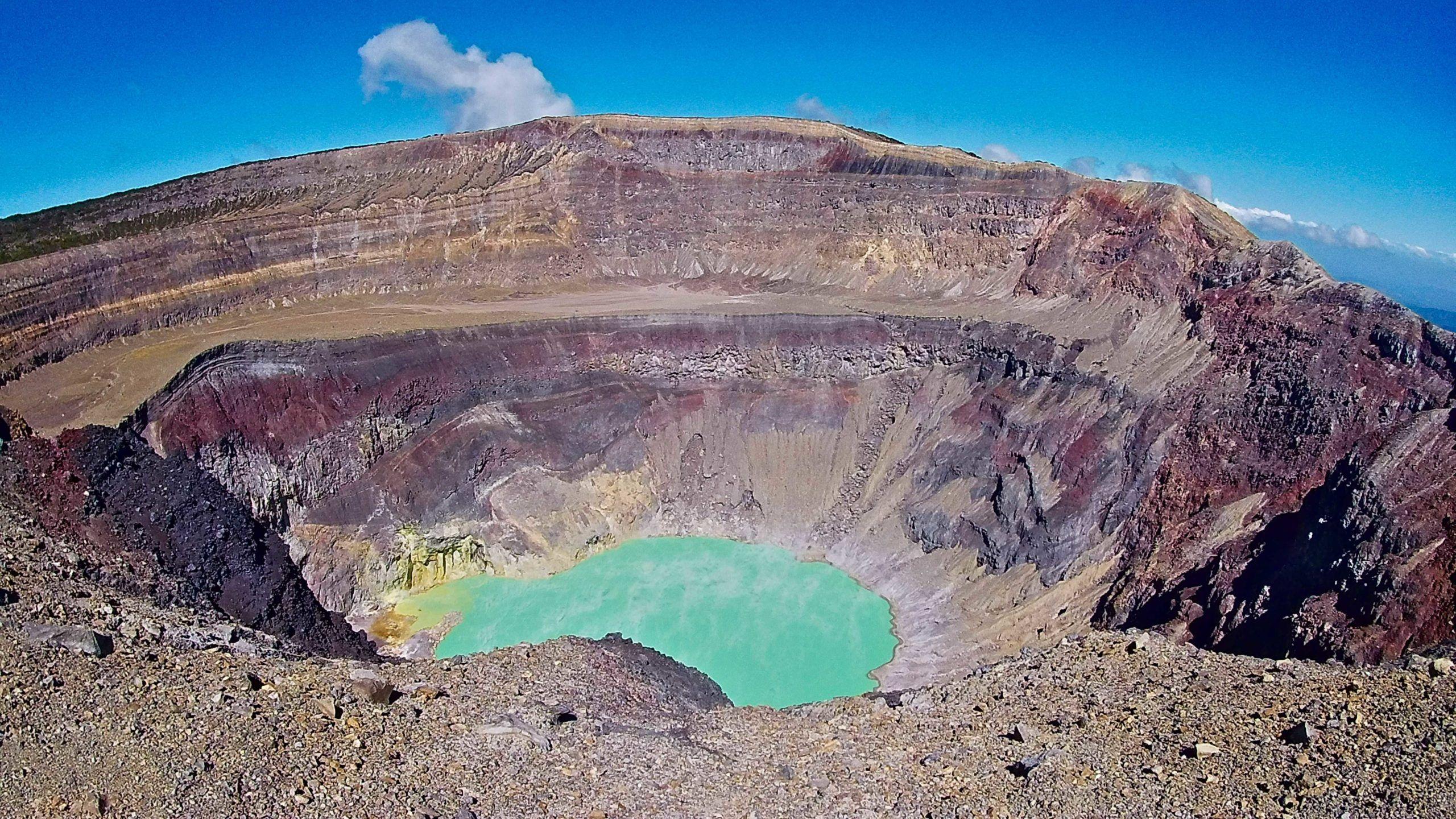 Crater lake | Hiking Santa Ana Volcano in El Salvador | FinnsAway Travel Blog