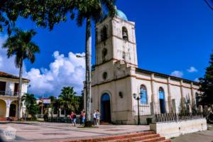 Plaza Mayor and Viñales Church | Hiking in beautiful Viñales, Cuba | FinnsAway Travel Blog