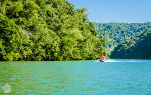 Boat ride along Rio Dulce | Travel guide to Rio Dulce and Livingston in the Caribbean side of Guatemala | FinnsAway Travel Blog