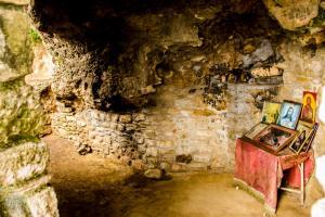 Cave chapel in Kalamata | Traveling in Peloponnese