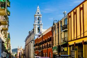 Street view in Puebla | Mexico | FinnsAway Travel Blog